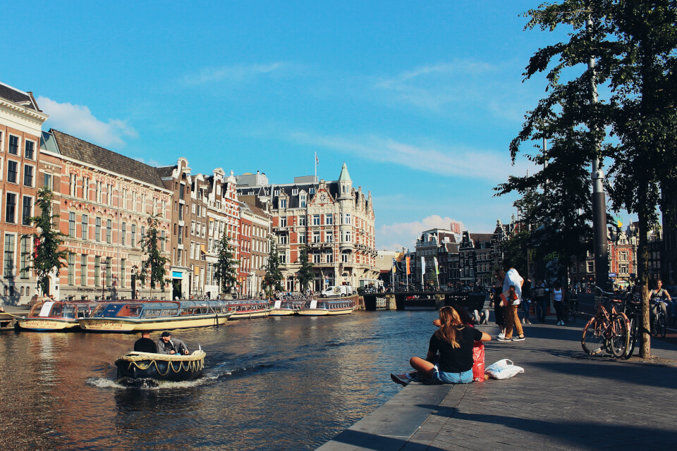 Rent a boat in Amsterdam at Morpheus Bed and Breakfast boat house